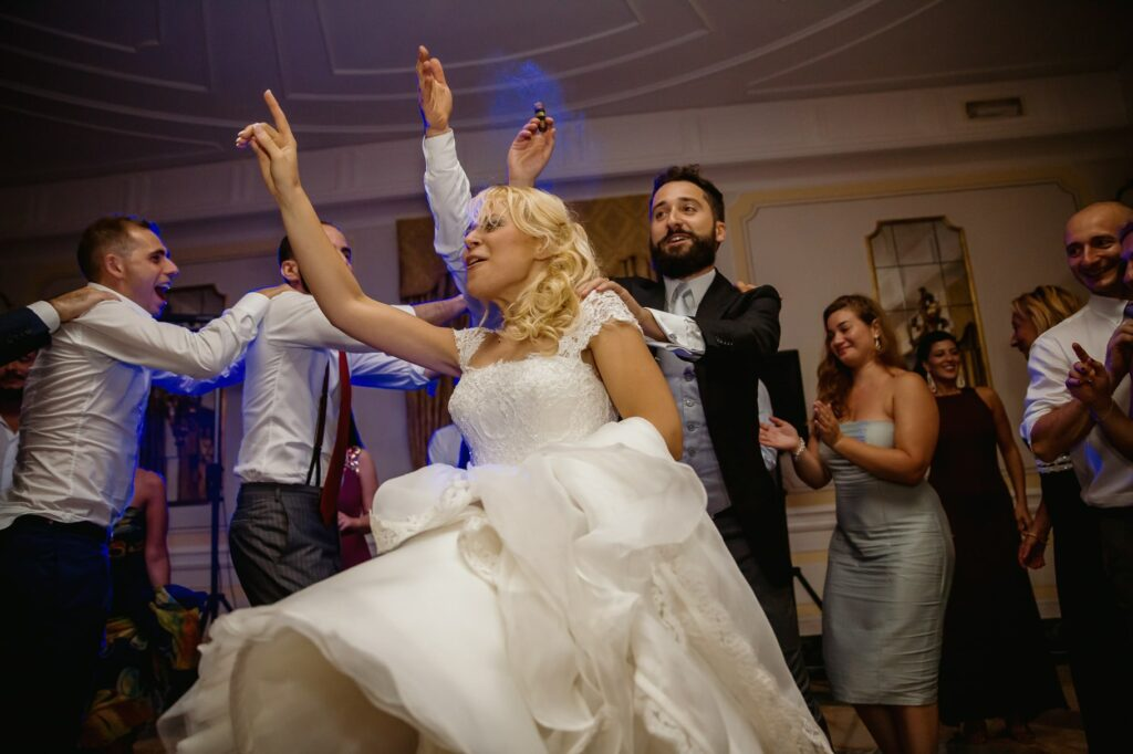 wedding dances in villa miani captured by villa miani wedding photographer
