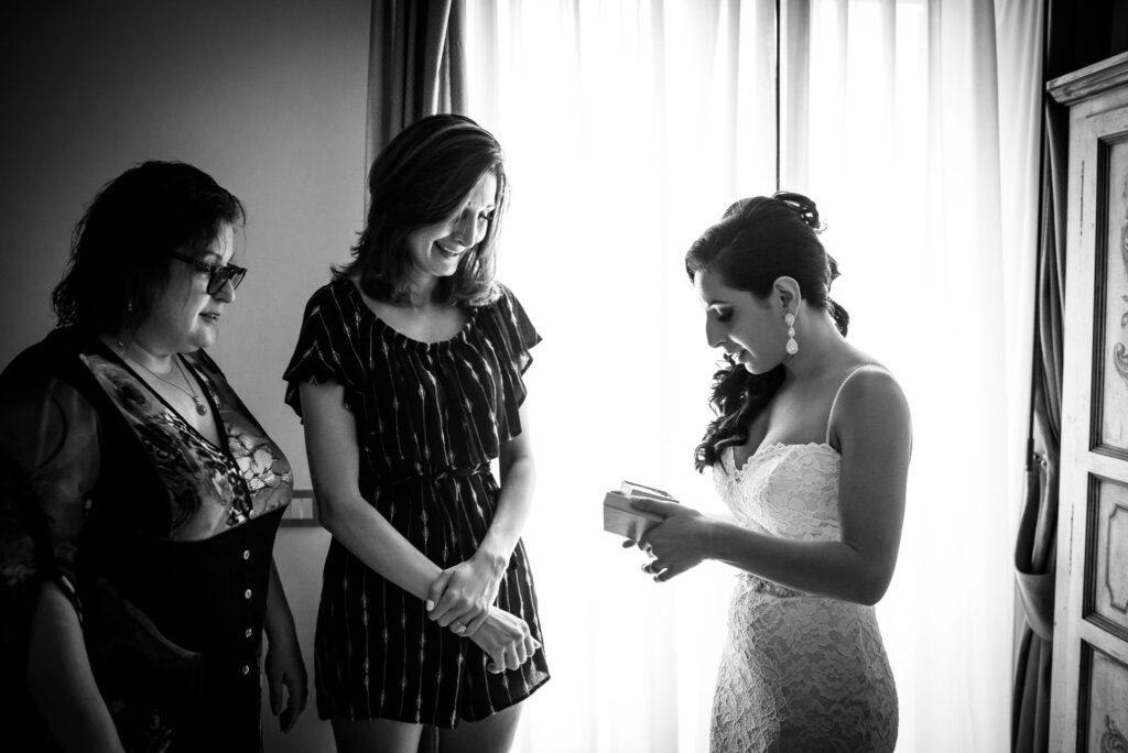 bride with bridesmaid before the intimate wedding at the rada in positano