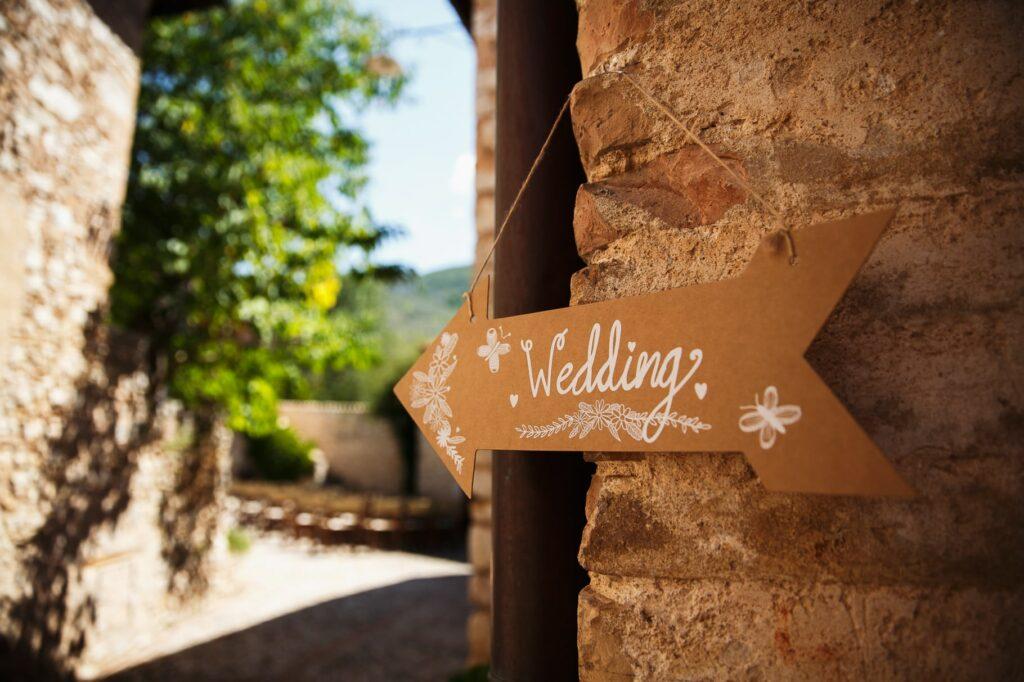 wedding signs at borgo della marmotta