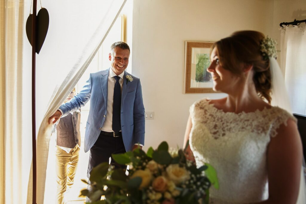 the father sees for the first time the bride with the dress