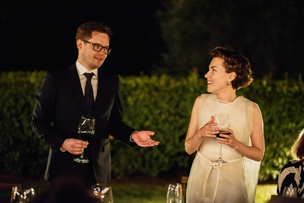 speech of the groom during the wedding in tuscany