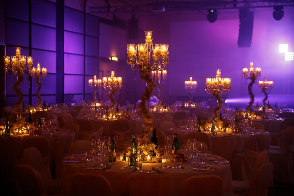 setting up the reception room of the jewish wedding in rome