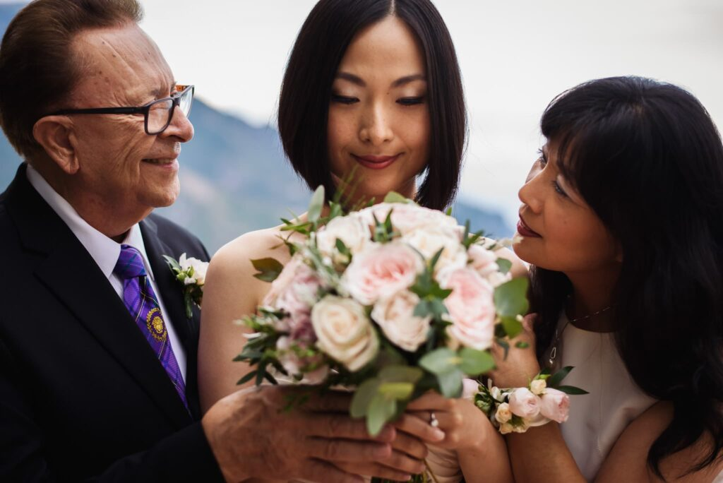 bride with her parents before the wedding at hotel caruso in ravello