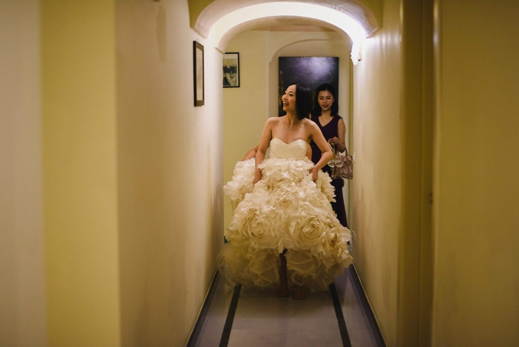 bride with dress coming out of the hotel la moresca in ravello