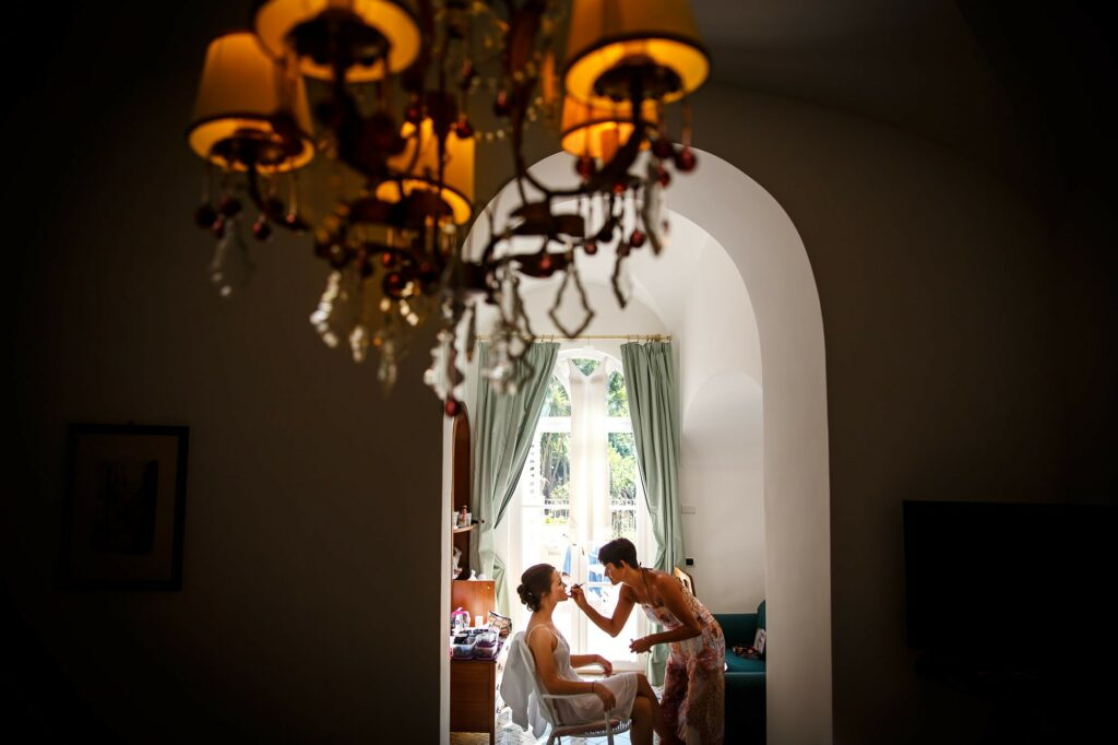 a picture of ravello wedding photographer during the bride make up