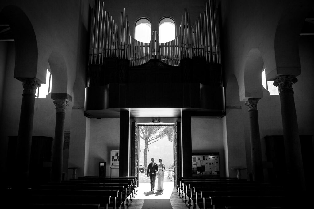photo taken by ravello wedding photographer of the bride and dad entrance in to the church