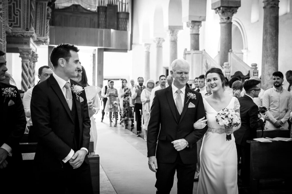 entrance of the bride with dad into the church in the shot of ravello wedding photographer