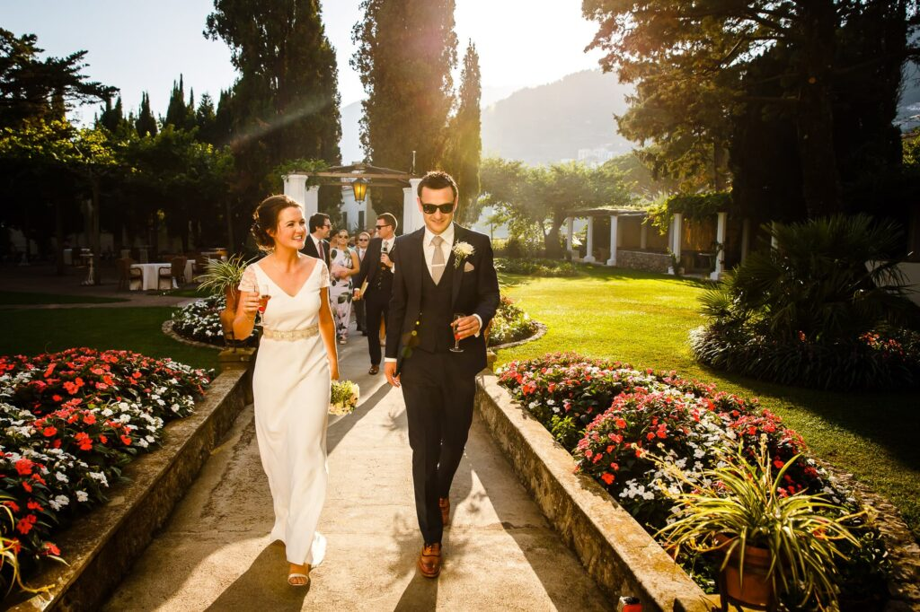 ravello wedding photographer captures the arrival of the newlyweds at villa eva