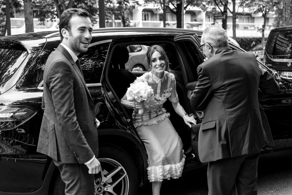 the bride and groom arrive at the place of the ceremony of their wedding in paris