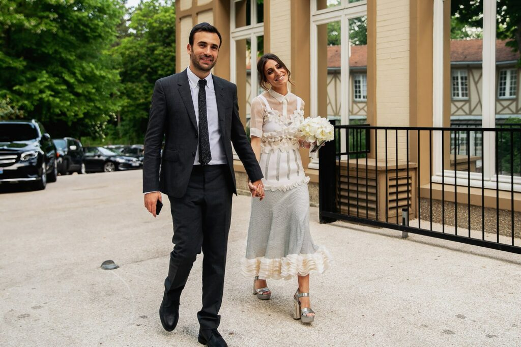 the bride and groom arrive at the place of the wedding reception in paris
