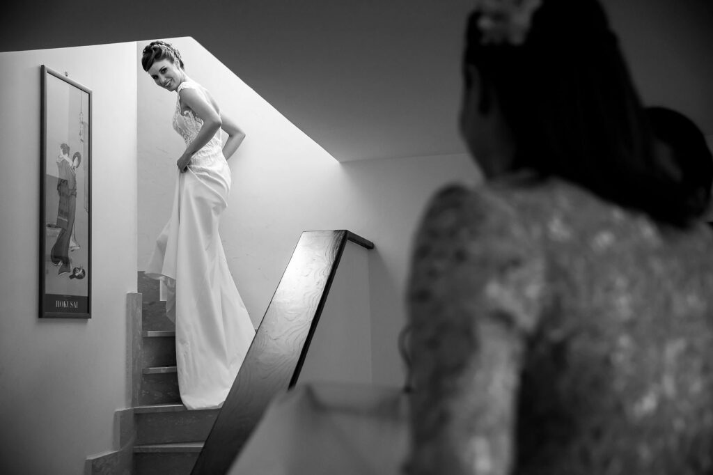 the bride veronica martinelli with the dress climbs the stairs