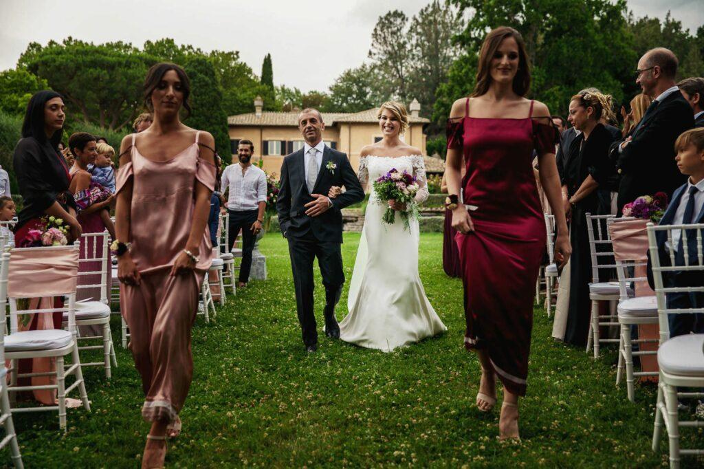 the bride arrives with her dad at kledi kadiu wedding ceremony
