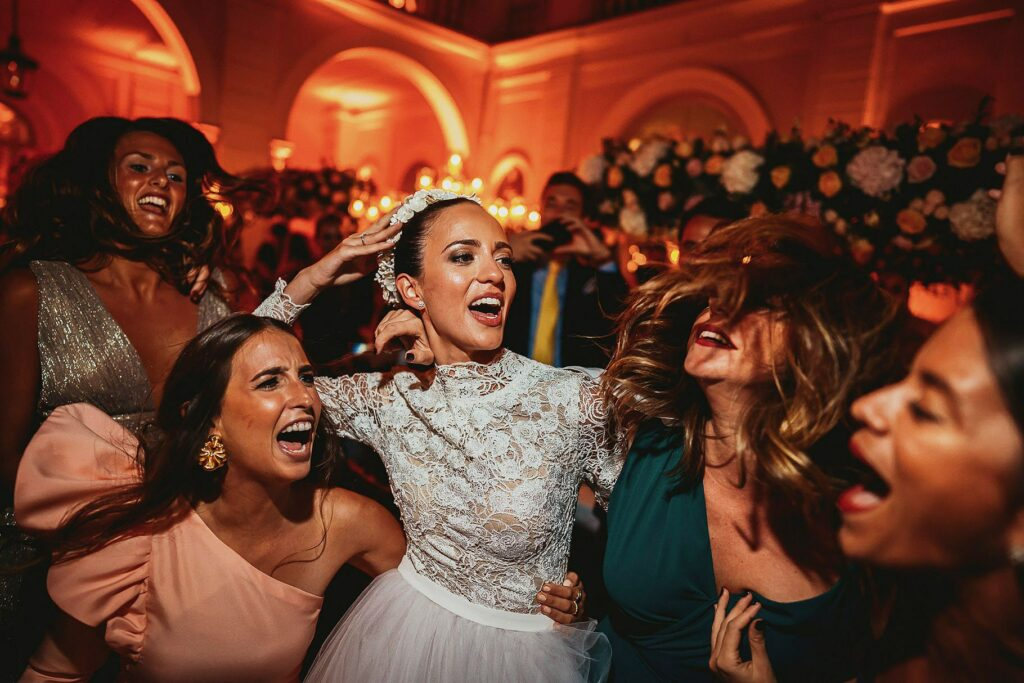 bride dancing with her friends at the spanish-italian wedding reception in the courtyard of Villa Miani