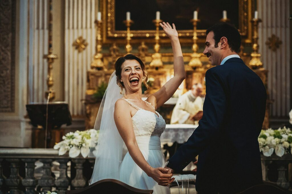 the radiant bride turns to greet the guests after the yes I do it is a crucial moment of the funny wedding at il conventino