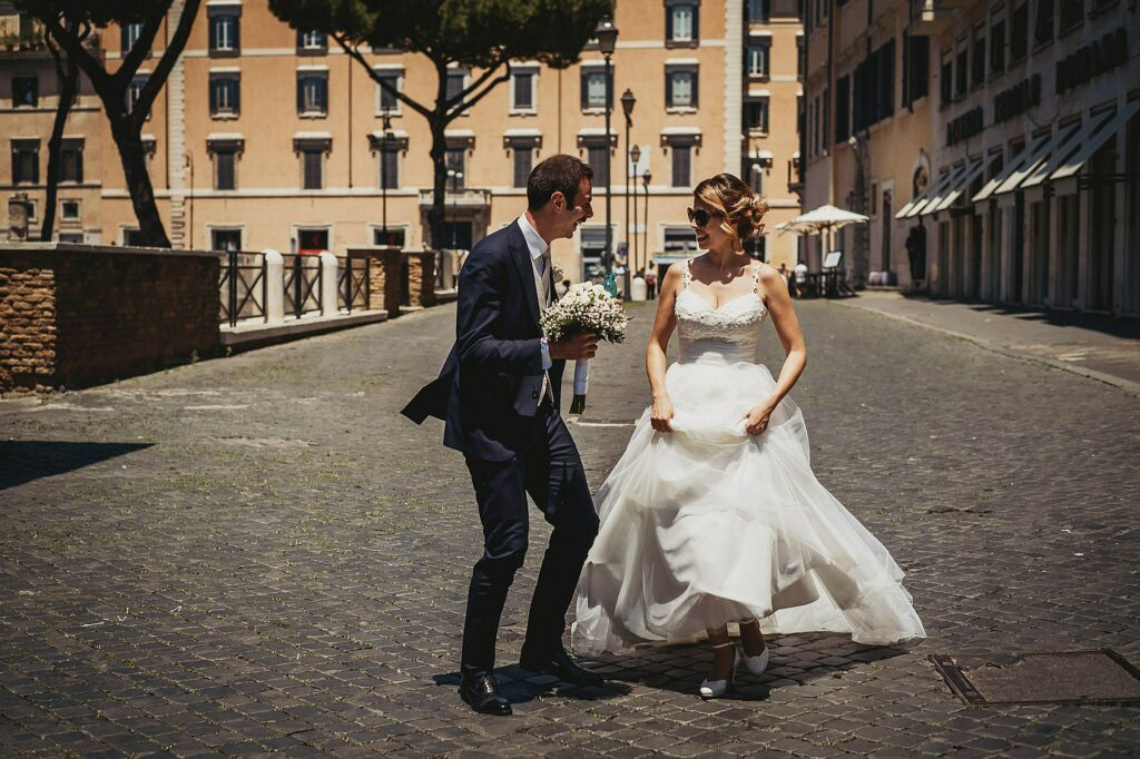 the newlyweds stroll relaxed in Largo Argentina in Rome