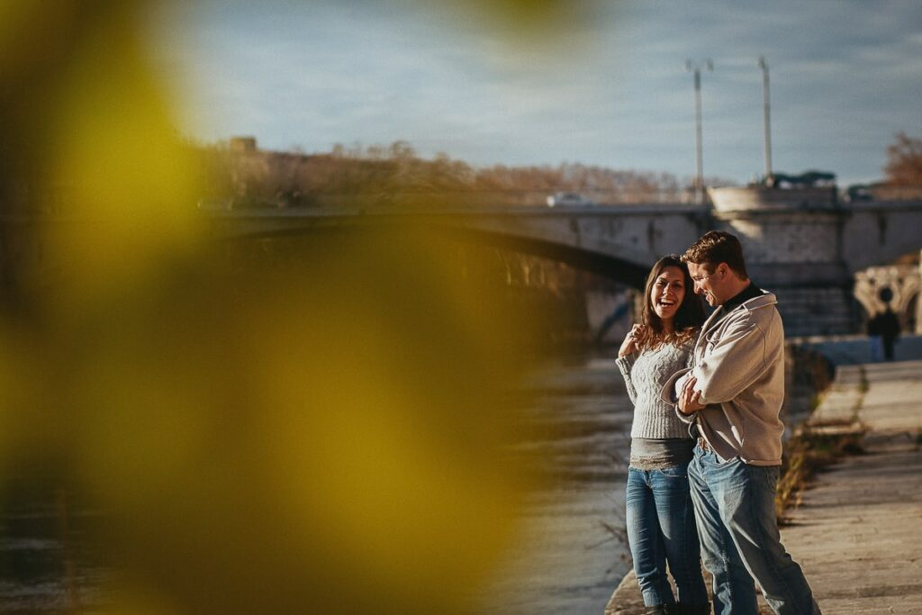 couple of lover at the engagement shooting by the river tiber in rome